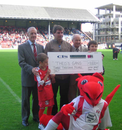 Pictured are Sid Bishop, Doug Harper, Stan Charlton and young Os supporters Arthur Cook and Alex Osborne. And, of course, Theo himself!